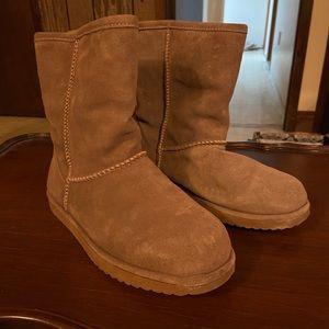 NWOT Emu Boots
